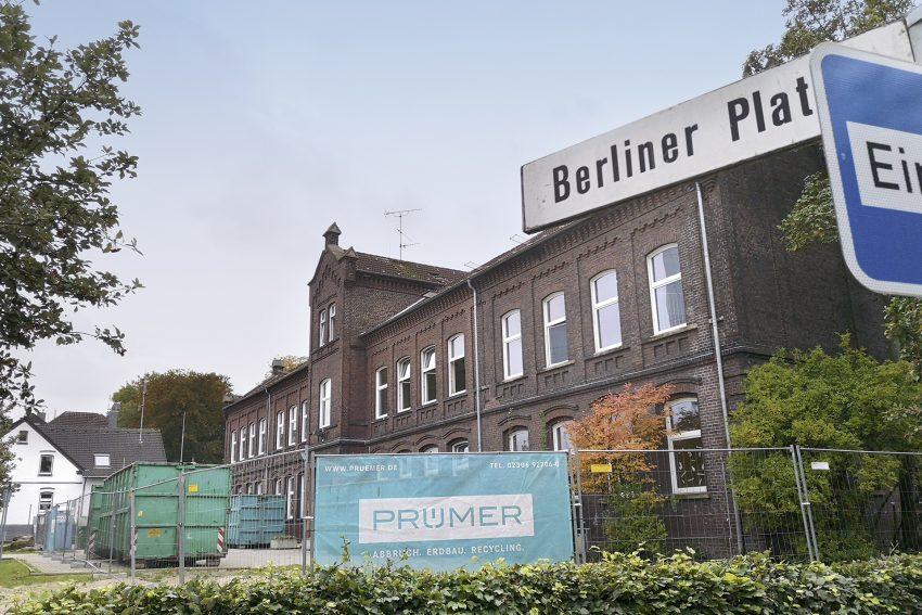 Die ehemalige Grundschule am Berliner Platz in Herne (NW), am Mittwoch (09.10.2019). Nach 130 Jahren wird das alte Schulgebäude nun abgebrochen.