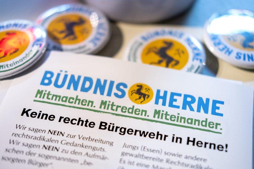 Protest gegen den Aufmarsch von Rechtsextremisten in Herne (NW), am Dienstag (05.11.2019). Im Bild: Sticker des Bündnis Herne.Foto: Stefan Kuhn