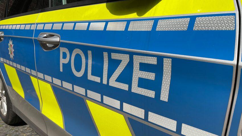 Symbolbild Blaulicht Polizei Streifenwagen.