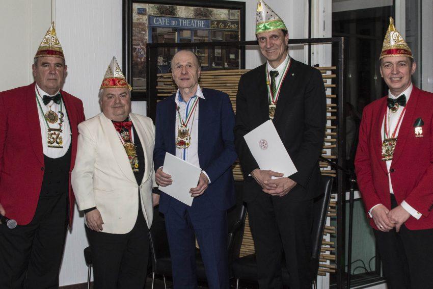 Edmund Latusek und Ulrich Koch (3./4. v.l.) erhielten beim Senatorenabend 2019 den Verdienstorden des Bundes Ruhr Karneval in Gold.