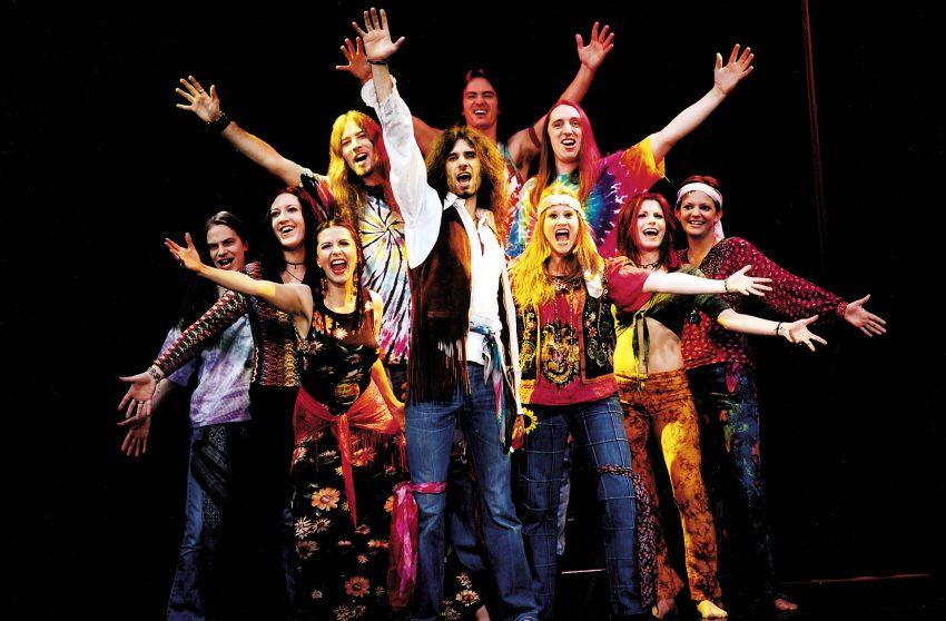 Das Ensemble des Musicals Hair.
