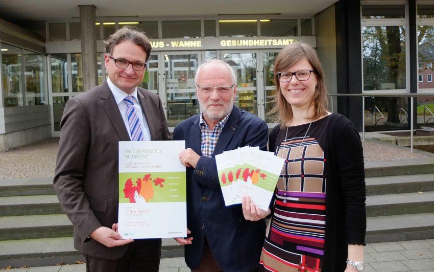 v.l. Dr. Peter Nyhuis, Chefarzt und Ärztlicher Direktor des St. Marien Hospitals Eickel, Wolfgang Wessels vom Demenz-Servicezentrum Ruhr und Lisa Binse vom städtischen Fachbereich Gesundheit.
