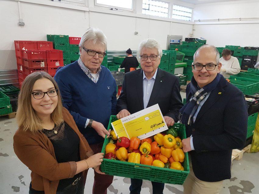 (v.l.) NWB Unternehmenssprecherin Sabrina Schäfer, Heinz Niehoff und Heinz Huschenbeth vom Tafelvorstand sowie NWB Geschäftsführer Dr. Felix Friedlaender.