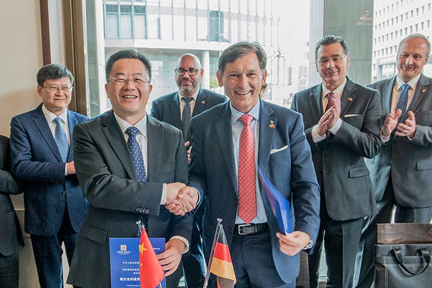 Oberbürgermeister Dr. Frank Dudda und der Parteisekretär von Luzhou, Liu Qiang.