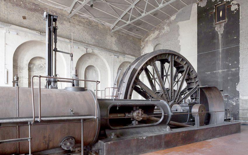 Schlägel und Eisen, diese beiden Werkzeuge, die der Zeche in Herten-Langenbochum ihren Namen gaben, wurden bereits im Mittelalter im Bergbau benutzt. Das Bild zeigt die Maschinenhalle.