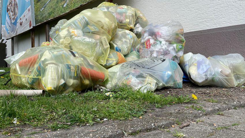 Müll und gelbe Säcke Symbolbild.