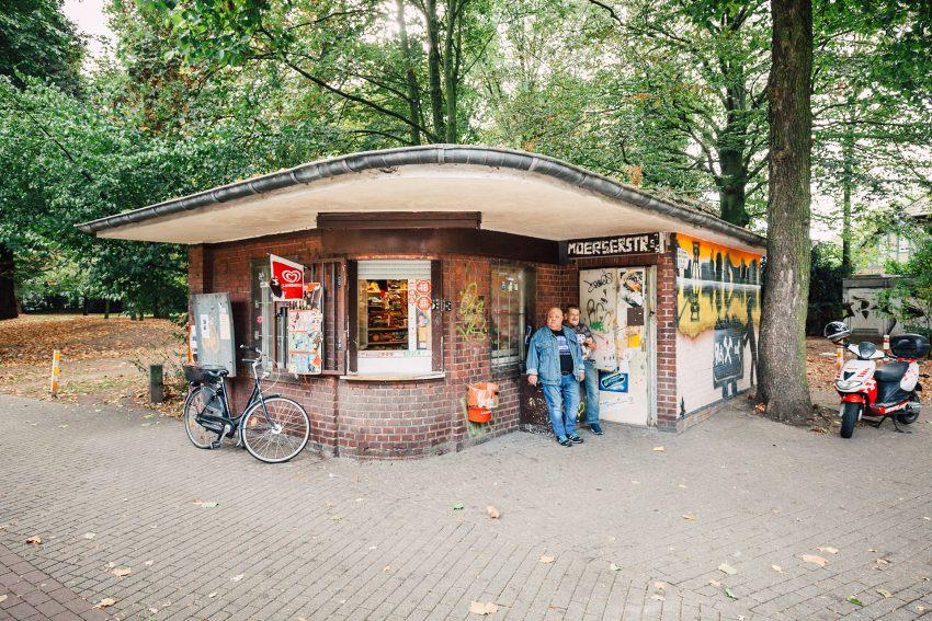 Die Trinkhalle als Treffpunkt: Reinaldo Coddou H. fotografierte die Duisburger Trinkhalle Kevin Sedda 2016.