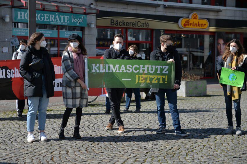 Klimastreik - weltweit und auch in Herne. Corona-konforme Veranstaltung auf dem Robert-Brauner-Platz. 19.3.2021