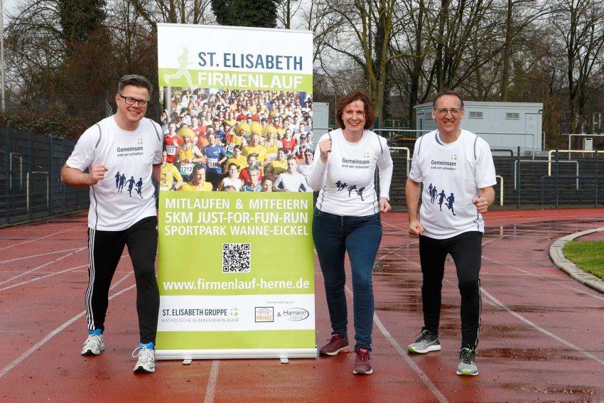 Just-for-fun Run in Herne: Dr. Sabine Edlinger, Mitglied der Geschäftsleitung der St. Elisabeth Gruppe, Henning Prinz, Agentur Prinz, und Rüdiger Döring, stellvertretender Fachbereichsleiter Sport der Stadt Herne, freuen sich schon jetzt auf den St. Elisabeth Firmenlauf am 14. Mai 2020.