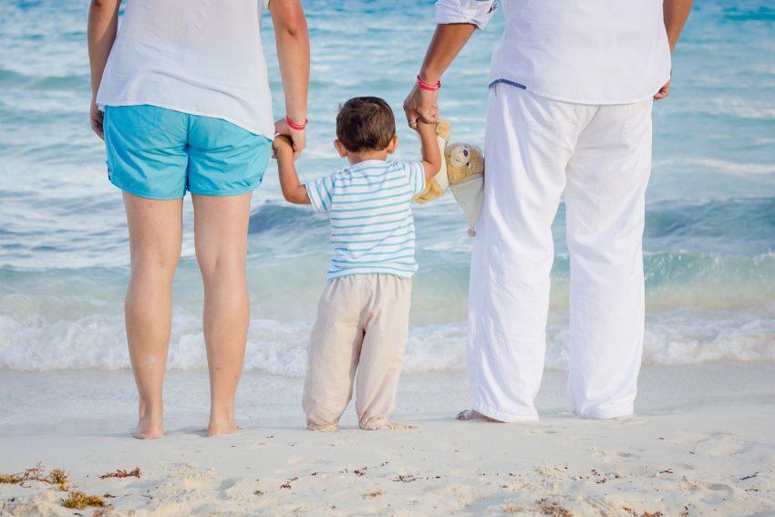 Infos über grundlegende Bedingungen für die Aufnahme von Pflegekindern.