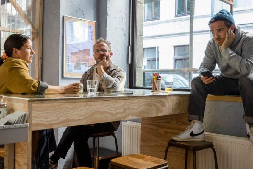 Kinofilm - Teambesprechung in der Social Media Agentur v.l.: Henriette Confurius, Frederick Lau und Maximilian Brückner.