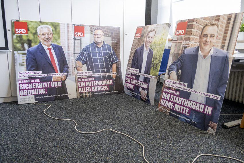 Wahlkampfauftakt der SPD in Herne (NW) mit Vorstellung der Kampagne, am Montag (03.08.2020). Im Bild: Plakate der vier Bezirksbürgermeisterkandidaten.