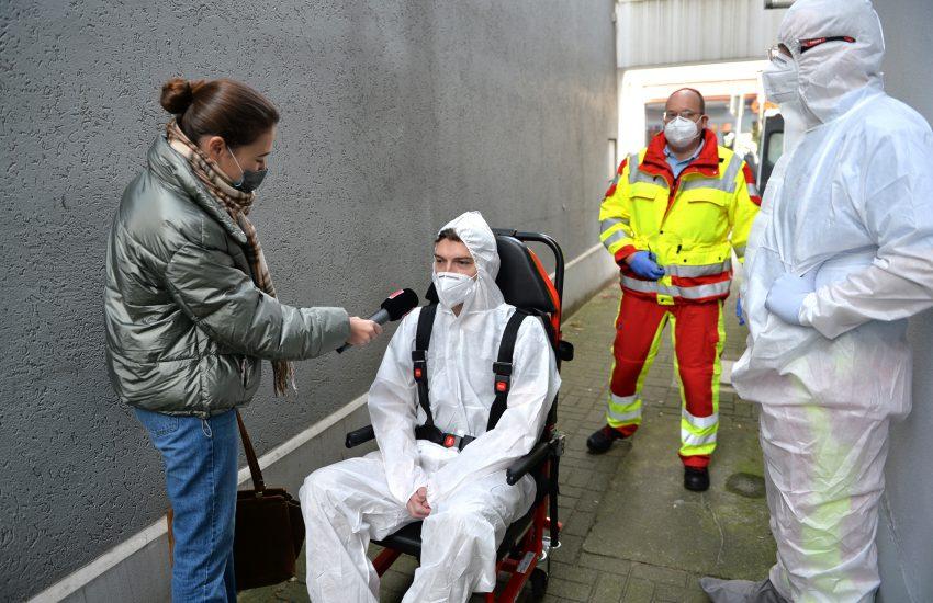 Der 'fiktive coronainfizierten' Patienten wird von Radio Herne interviewt.