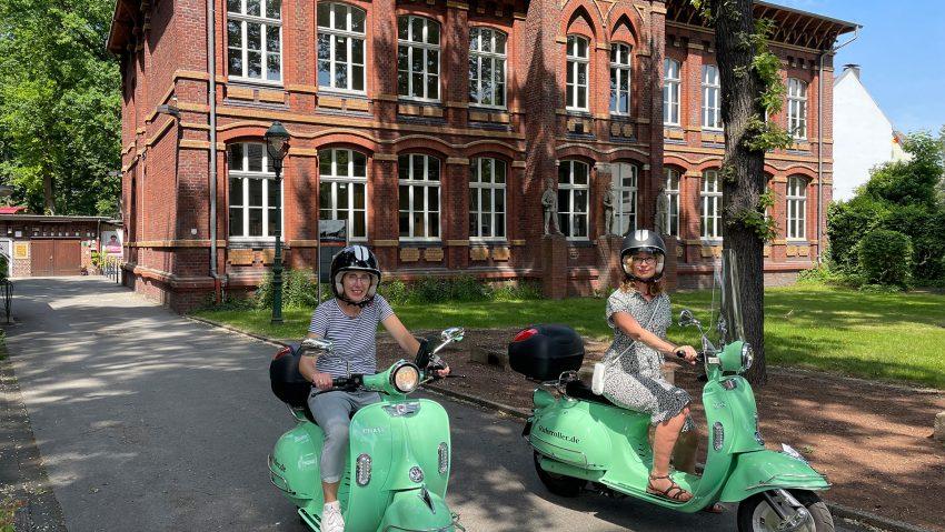 Neue Stadtrundfahrten von Ruhrroller und vom Stadtmarketing Herne, (v.li.) Astrid Jordan und Christina Zyweck.