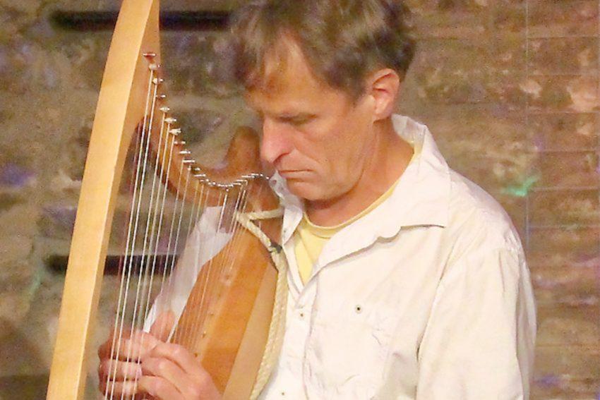 Spielt die Harfe virtuos: Tom Daun.