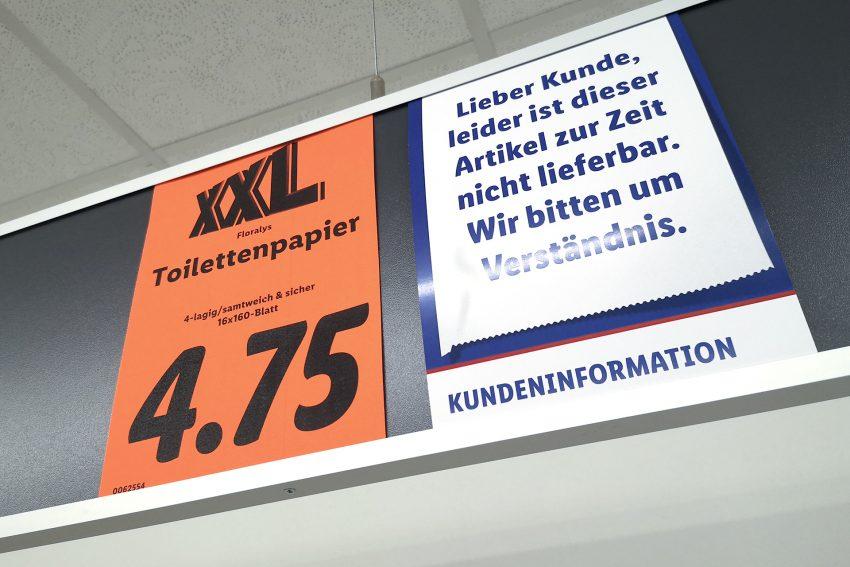 Toilettenpapier ist am Dienstag (17.03.2020), in einem Lebensmitteldiscounter an der Roonstraße in Herne (NW), ausverkauft.