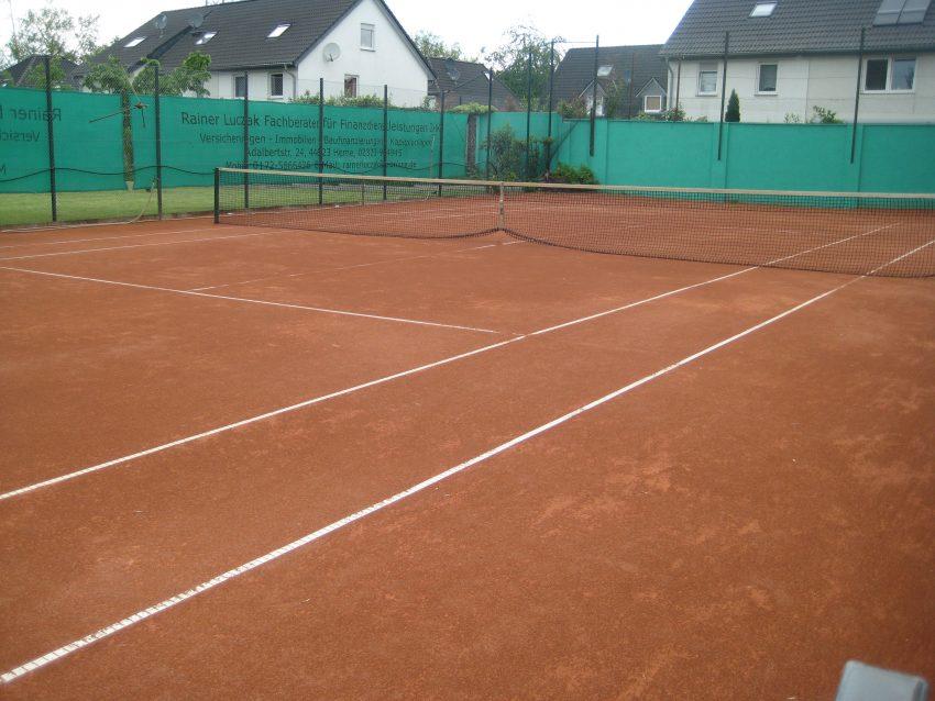 Der vereinseigene Tennisplatz.