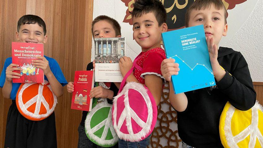Friedenstasche der Islamischen Gemeinde, Verbindung mit kreativer Aktion.