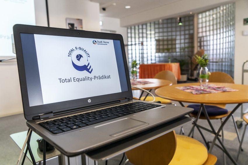 Ab sofort darf die Stadt Herne das Total E-Quality-Logo nutzen.