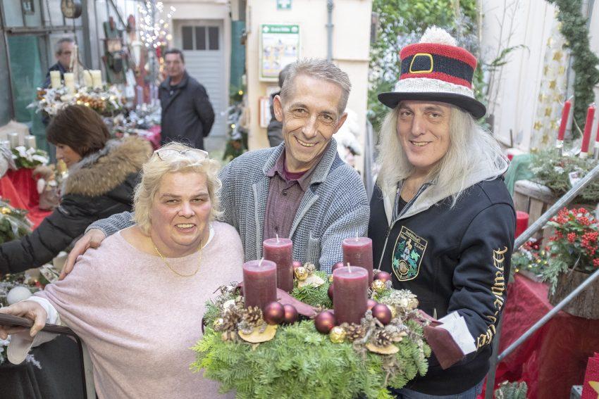 Adventmarkt in der Gärtnerei Hans Klumpen sen. an der Lessingstraße in Herne (NW), am Sonntag (25.11.2018). Im Bild (v-l): Beate Klumpen, Thorsten Klumpen und Horst