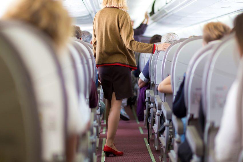 Langes starres Sitzen im Flugzeug kann eine Thrombose auslösen.