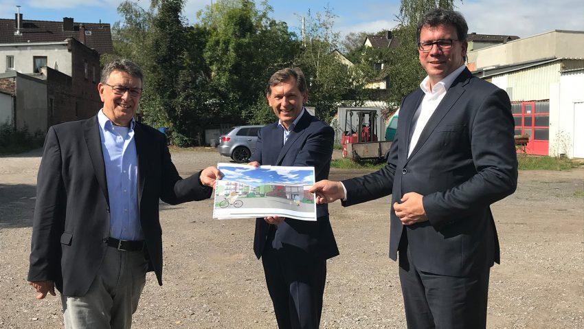 DRK Neubau im Wanner Süden, (v.li.) Architekt Rainer Weyers, OB Dr. Frank Dudda und DRK-Geschäftsführer Martin Krause.