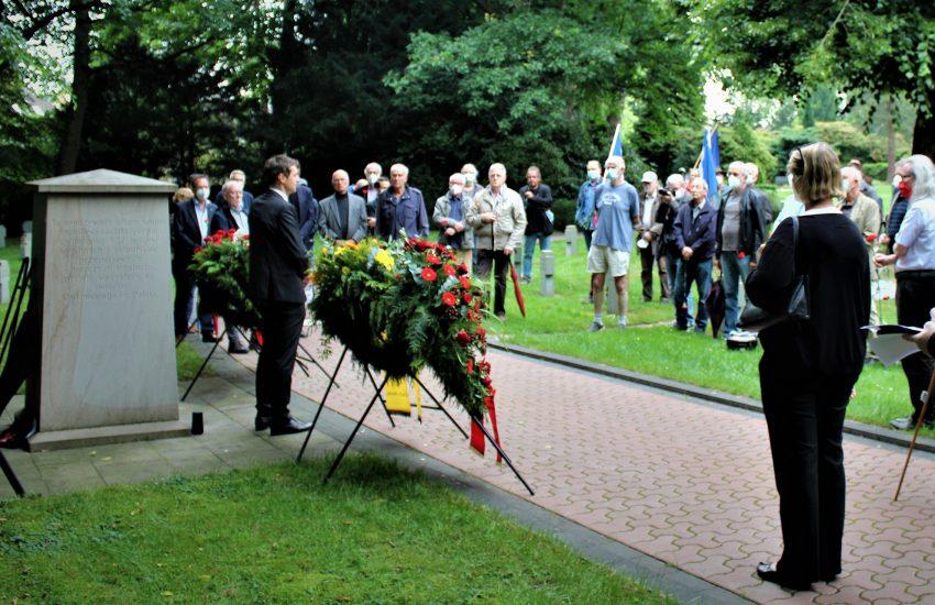 Zahlreiche Teilnehmer nahmen am Gedenken teil.