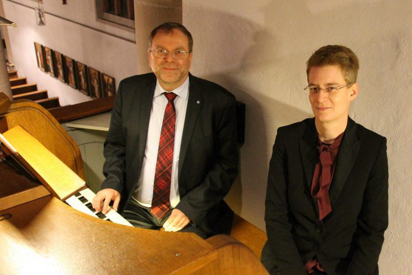 Konzertorganist Prof. Torsten Laux und die Herner Organistin und Kirchenmusikerin Yvonne Kortmann.