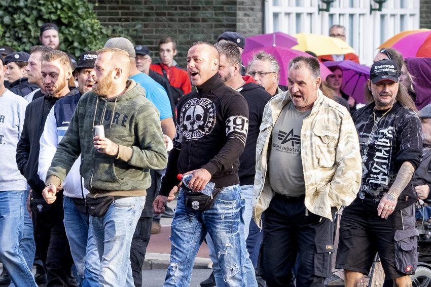 Erneut protestieren mehrere hundert Menschen gegen den Aufmarsch von Nazis, der sich als Protest
