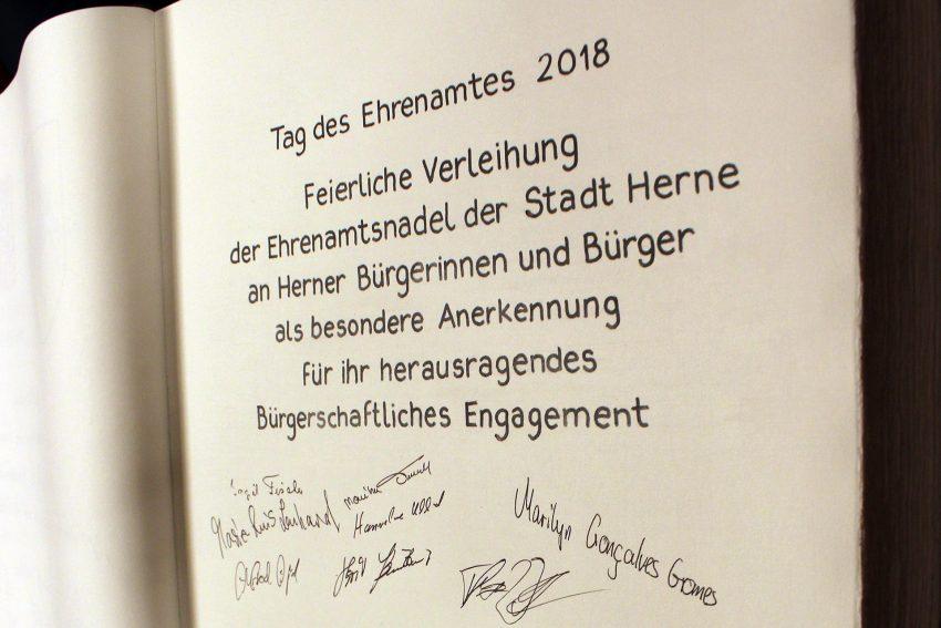 Oberbürgermeister zeichnet 20 Ehrenamtler aus.