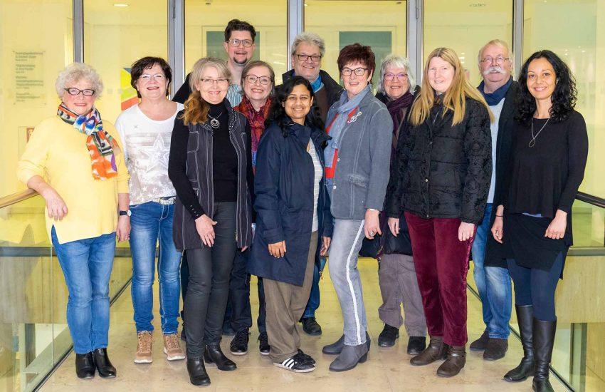 Teilnehmer des Ateliers gemeinsam mit dem Künstler Roland Scheel (vierter. v. l.)