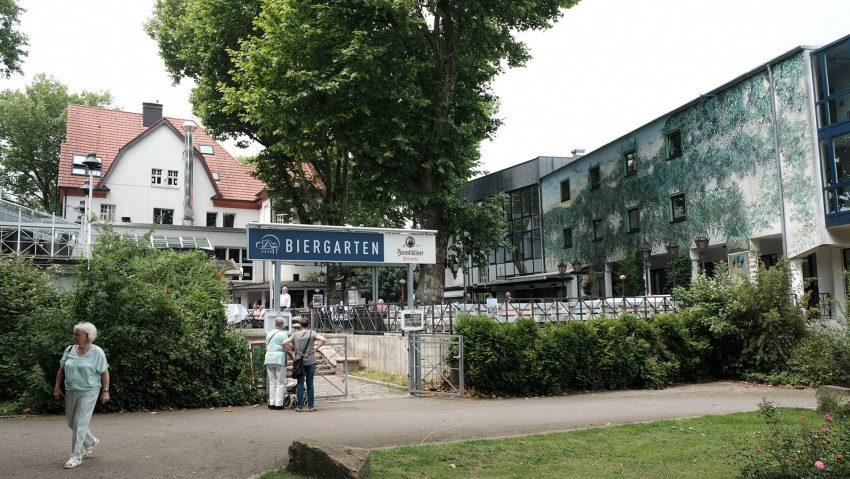 Eingang zum Biergarten.