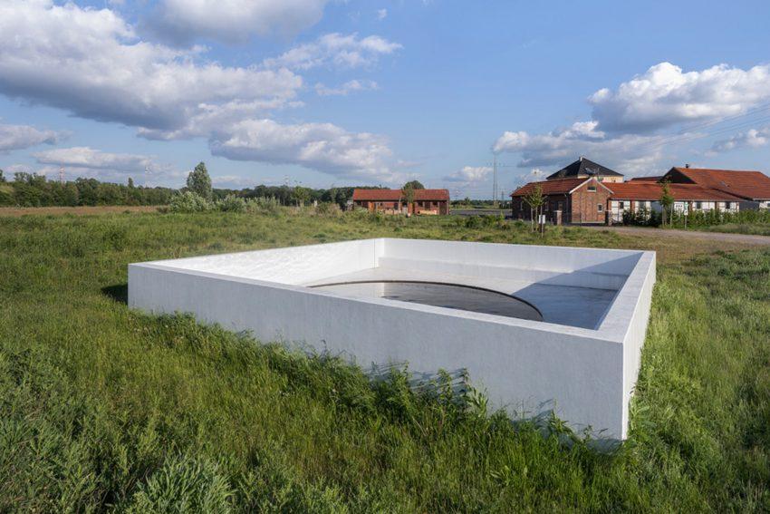 Auf der ersten Tour geht es zum Werk von Massimo Bartolini auf dem Hof Emschertal.