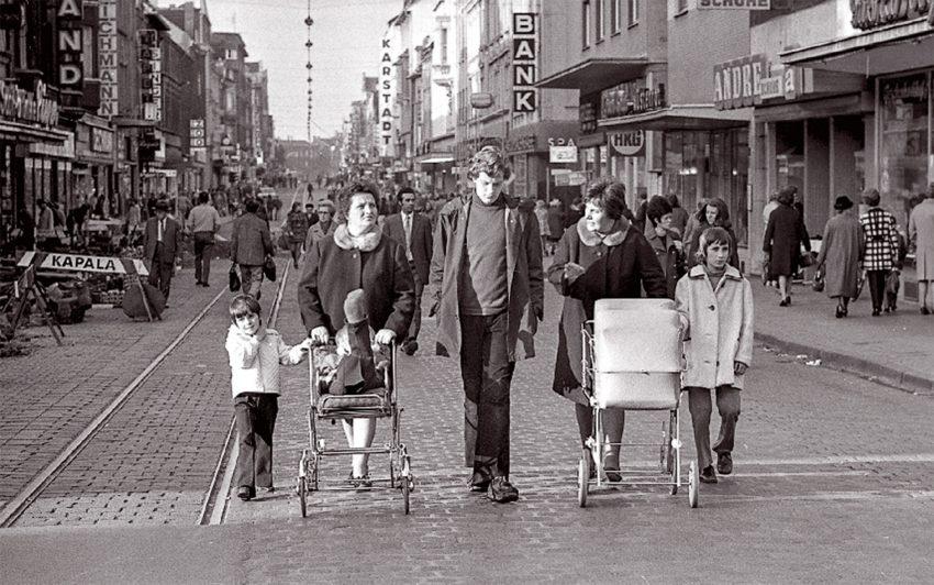 Hauptstraße in den 70er Jahren.