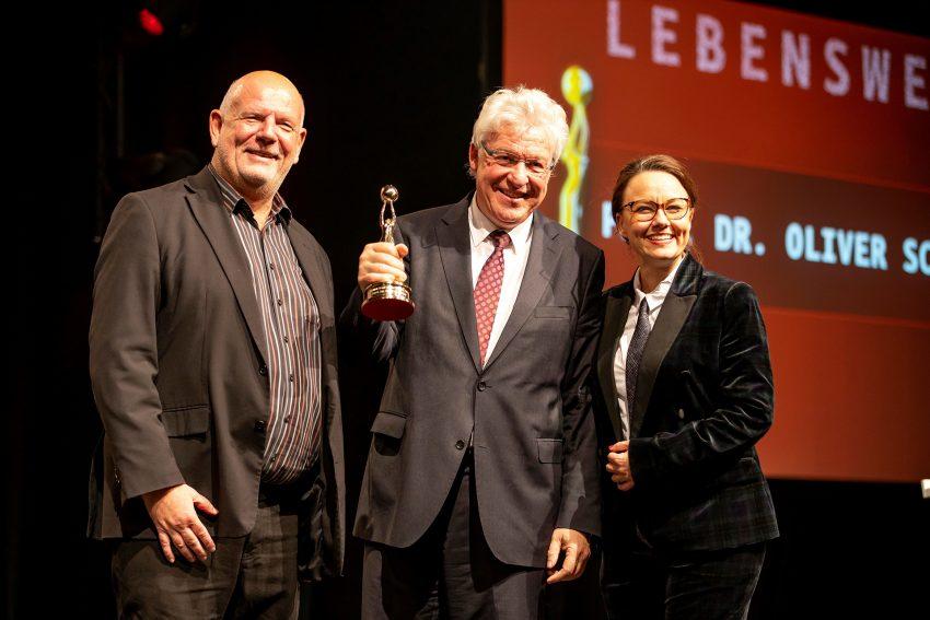 v.l. Thomas Nücker, Kulturmanager des Jahres 2019 Prof. Dr. Oliver Scheytt, Michelle Müntefering.