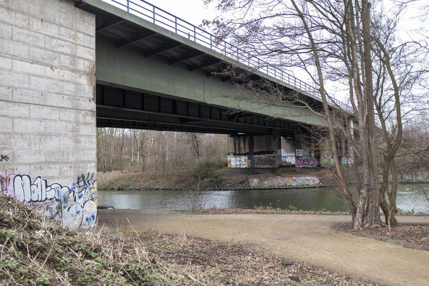 Die Brücke der Autobahn 43 über den Rhein-Herne-Kanal in Herne (NW), am Donnerstag (30.01.2020).