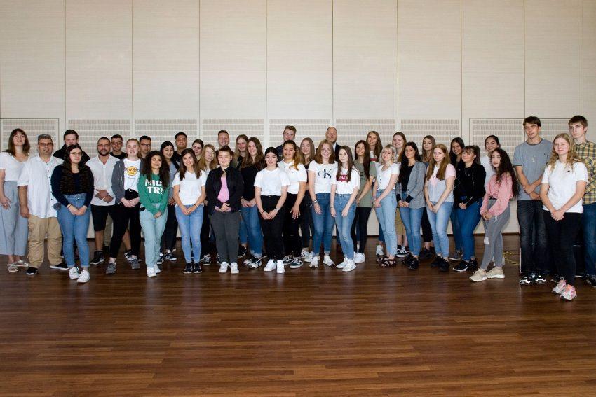 Am 1. 8.2019 begrüßte die St. Elisabeth Gruppe 46 neue FSJler und 16 neue Jahrespraktikanten.