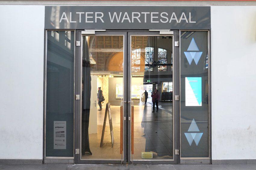 Vor dem Alten Wartesaal im Herner Bahnhof.