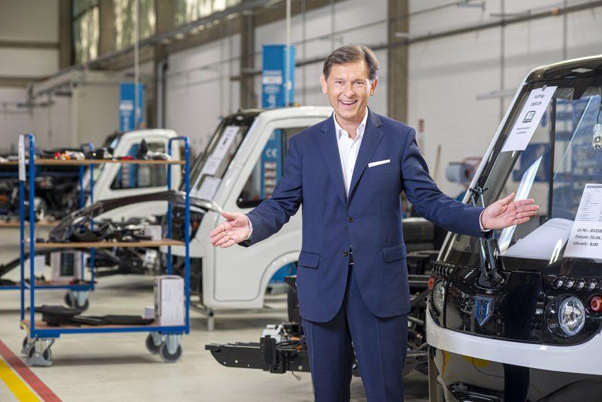 Dr. Frank Dudda, Kandidat der SPD in Herne (NW) für die Wahl zum Oberbürgermeister. Aufnahme bei Tropos Motors in Wanne, vom Freitag (12.02.2020).