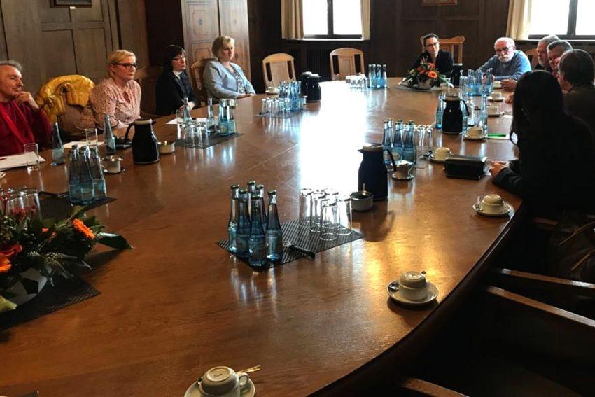 Europatag: Michelle Müntefering im Gespräch mit Vertretern des Herner Städtpartnerschaftsvereins im Herner Rathaus.