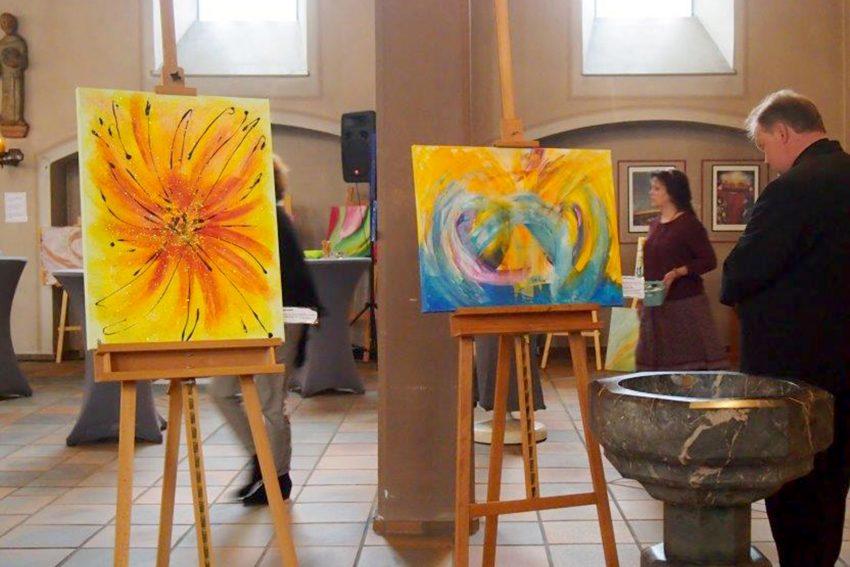 Im Rahmen des Pilotprojektes Kirche neu der katholischen Kirche in Wanne-Eickel fand die Vernissage der besonderen Art statt.