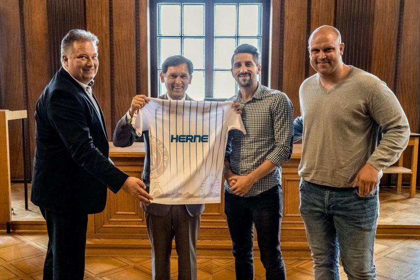 v.l. Sascha Loch, Dr. Frank Dudda, Fatlum Zaskoku und Christian Knappmann.