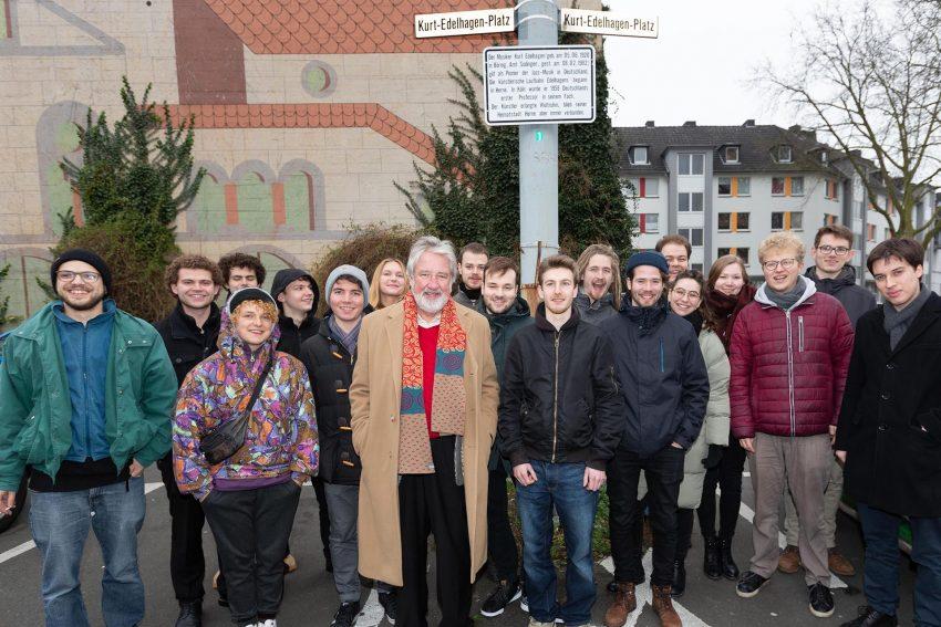 Mitglieder des Bundes-Jazz-Orchesters am Kurt-Edelhagen-Platz.