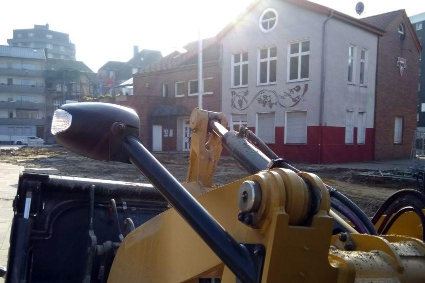 Am Gemeindehaus wird gebaut.