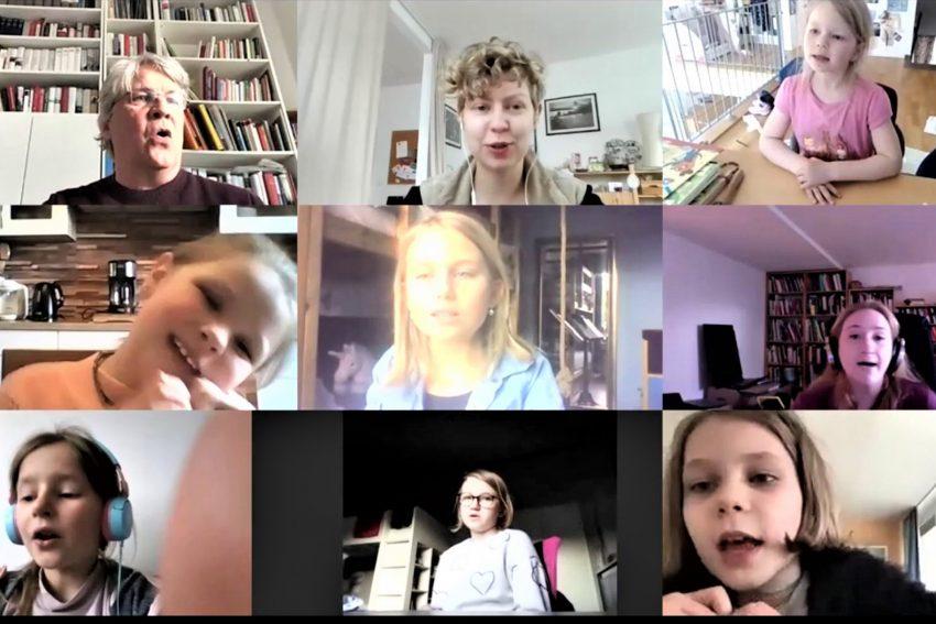 Knapp ein Dutzend Kinder machen beim Online-Chorprojekt mit, das von Christian Scheike (o.l.) geleitet und von der Theaterpädagogin Geraldine von der Mühlen oben Mitte) begleitet wird.