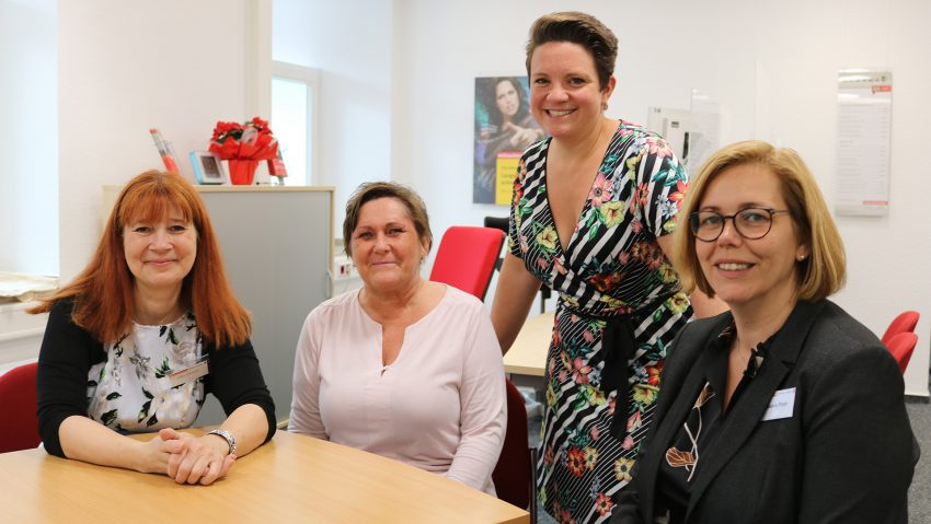 Das Team der Verbraucherzentrale Herne: (v.li) Umweltberaterin Silke Gerstler, Büroassistentin Elke Bodenberger, Leiterin Veronika Hensing und Reiserechtberaterin Bianca Pilath.
