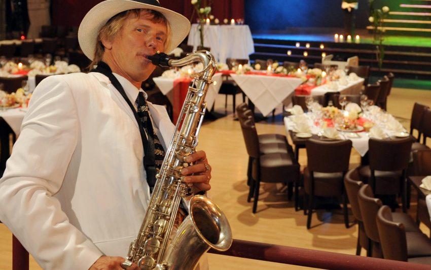 Saxophon- und Gitarrensolist 'Mr. Mamboo'.
