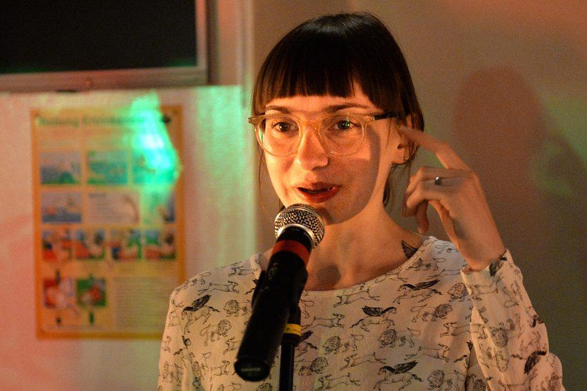 Poetry-Slammerin Jule Weber auf dem Kulturschiff