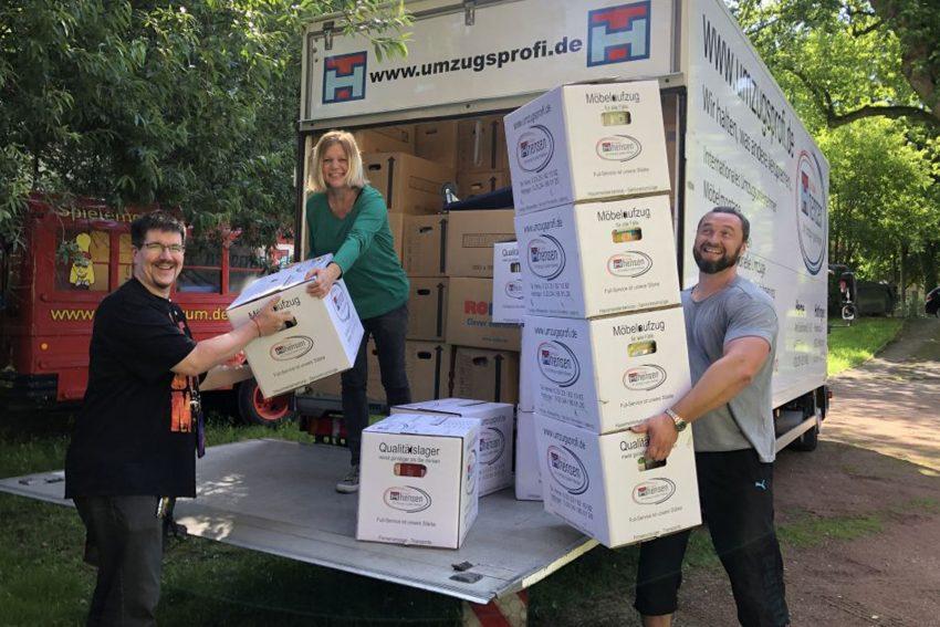 Umzug mit 1.500 gepackten Kisten und 16.000 Spielen, die aus- und eingeräumt werden wollen.