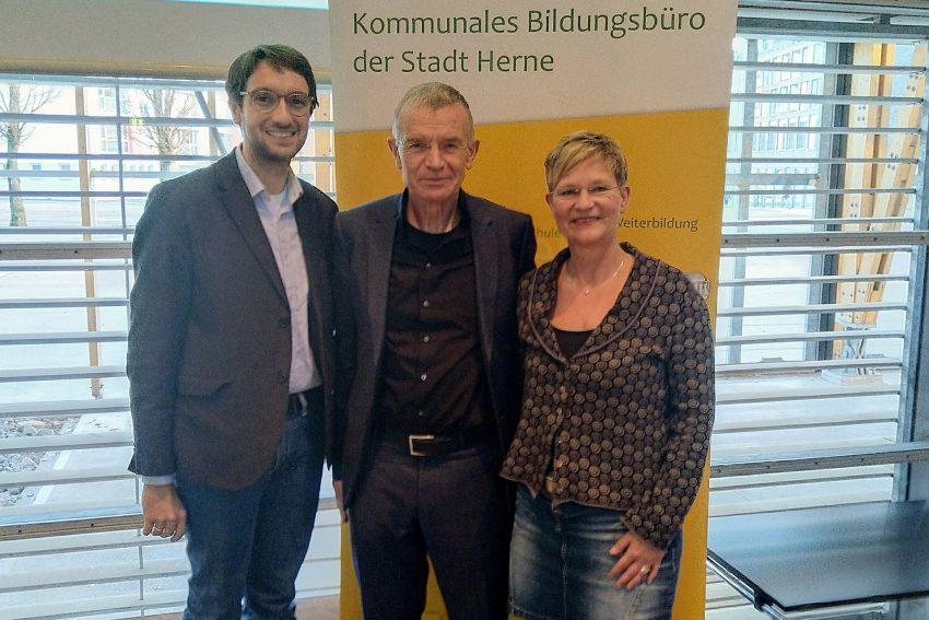 v.l. Jan Schröder, Klaus Hurrelmann, Andrea Christoph-Martini (Schulamtsdirektorin)